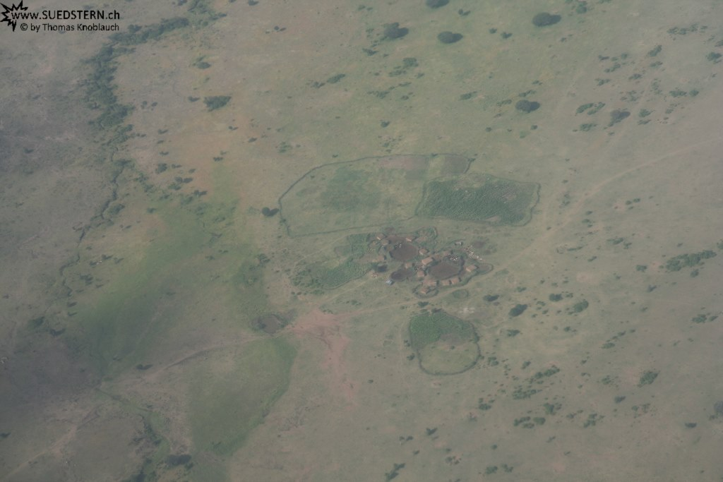 IMG 8027-Kenya, Masai vilage seen from flight from Kimana to Masai Mara