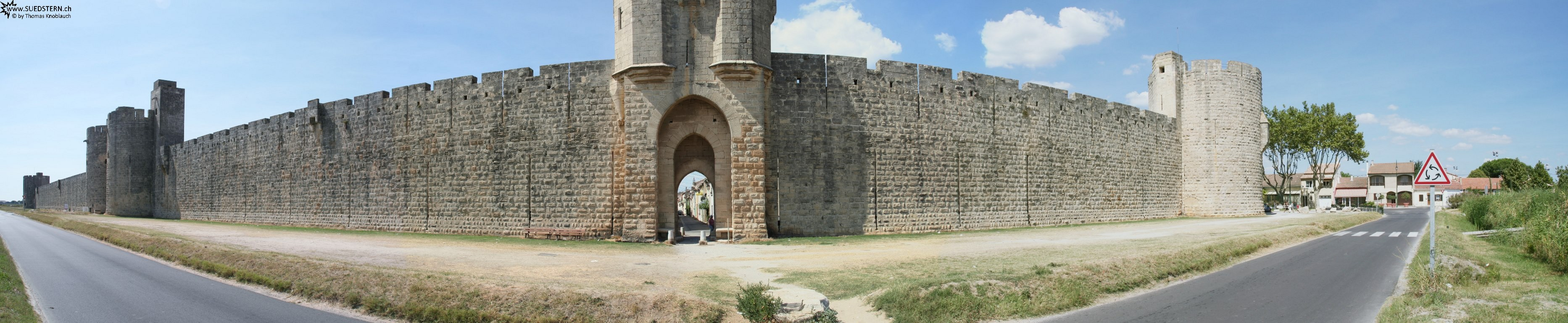 2008-08-27 - Panorama of city wall of Aigues-Mortes 1, france